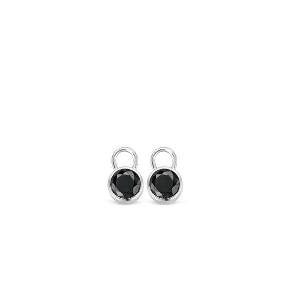 Ti Sento oorbedels - Het gerhodineerd sterling zilver vormt de bezel zetting, waarin de briljant geslepen zwarte zirkonia's met de hand zijn gezet. - koopt u bij Sparnaaij Juweliers in Aalsmeer en Hoofddorp