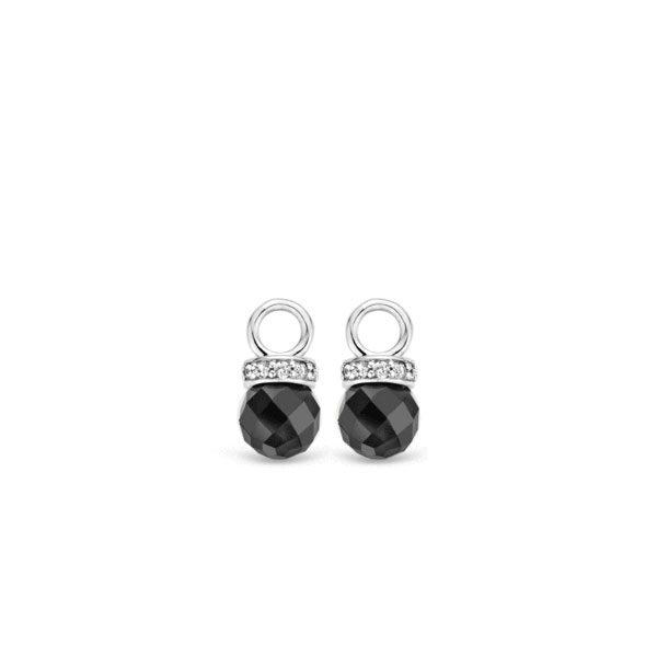 Ti Sento oorbedels - De oorbedels komen eenvoud en schittering samen. De oorbellen zijn gezet met een facet geslepen onyx, met een doorsnede van 8 mm. - koopt u bij Sparnaaij Juweliers in Aalsmeer en Hoofddorp