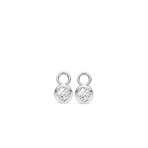 Ti Sento oorbedels - oorbedels zijn verwerkt, zijn geslepen in een ronde vorm. De bezel zetting rond de zirkonia's van gerhodineerd sterling zilver zorgt voor een simpele doch elegante look. - koopt u bij Sparnaaij Juweliers in Aalsmeer en Hoofddorp