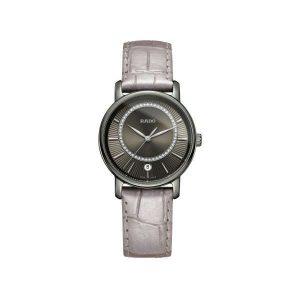 Dames horloge uit de Rado Diamaster collection - uitgevoerd met een kast van Plasma Ceramic en een lederen band - een grijze wijzerplaat bezet met diamant - De Rado collectie is verkrijgbaar bij Sparnaaij Juweliers in Aalsmeer