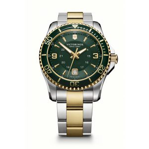 Heren horloge uit de Victorinox Maverick collection - uitgevoerd met een bicolour band en een groene wijzerplaat en lunette - het horloge is voorzien van een quartz uurwerk met chronograph - De Victorrinox collectie is verkrijgbaar bij Sparnaaij Juweliers in Aalsmeer