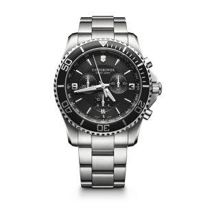 Heren horloge uit de Victorinox Maverick collection - uitgevoerd met stalen kast en band en een zwarte wijzerplaat en lunette - voorzien van een quartz uurwerk met chronograph functie - waterdicht tot 100 meter - De Victorinox collectie is verkrijgbaar bij Sparnaaij Juweliers in Aalsmeer