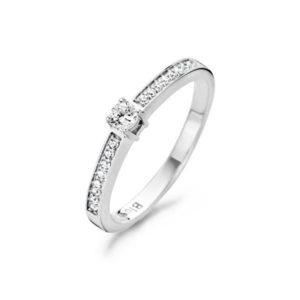 Blush ringen koopt u bij Sparnaaij Juweliers.