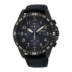 Heren horloge uit de Seiko collectie - uitgevoerd met een black pvd kast en een lederen band - voorzien van een Quartz uurwerk op licht energie (solar) met Chronograph functie - De Seiko collectie is verkrijgbaar bij Sparnaaij Juweliers in Aalsmeer en Hoofddorp