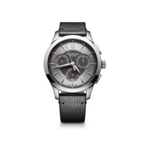 Heren horloge uit de Victorinox Allance Chronograph collection - uitgevoerd met een lederen band, een stalen kast en een grijze wijzerplaat - voorzien van een quartz uurwerk met een chronograph functie - De Victorinox collectie is verkrijgbaar bij Sparnaaij Juweliers in Aalsmeer