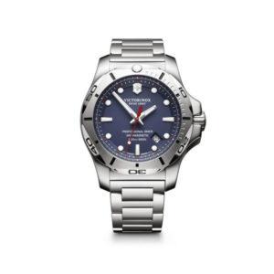 Heren horloge uit de Victorinox I.N.O.X. Professional Diver - uitgevoerd met stalen band en kast en een blauwe wijzerplaat - voorzien van een quartz uurwerk - waterdicht tot 200 meter - De Victorinox collectie is verkijgbaar bij Sparnaaij Juweliers in Aalsmeer