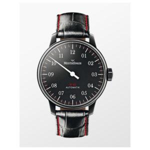 Heren horloge uit de Meistersinger No. 3 collection - uitgevoerd met een zwart lederen band en een zwart PVD kast - voorzien van een zwarte wijzerplaat en een automatisch uurwerk - De Meistersinger collectie is verkrijgbaar bij Sparnaaij Juweliers in Aalsmeer