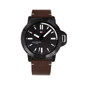 Tommy Hilfiger herenhorloge - Horloge met een bruine lerenband en een zwarte kast met een zwarte wijzerplaat - Te koop bij Sparnaaij Juweliers in Aalsmeer
