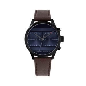 Tommy Hilfiger herenhorloge - Met een donkerbruine lerenband en een zwarte kast en een donkerblauwe wijzerplaat - Te koop bij Sparnaaij Juweliers
