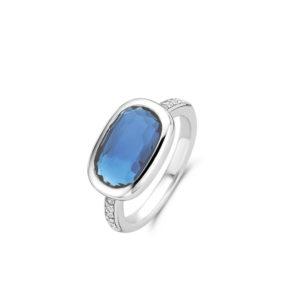 Zilveren ring van Ti Sento met donkerblauwe steen en ingezette zirkonia's- Te koop bij Sparnaaij juweliers in Aalsmeer en Hoofddorp